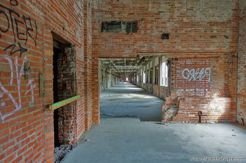 Corridor http://www.placesthatwere.com/2017/12/abandoned-warner-and-swasey-company.html Abandoned Factory Urbex Creepy Eerie Rust Belt Abandoned Places Abandoned Buildings Abandoned & Derelict Brick Wall Urban Exploration Cleveland Windows Decay Ohiourbex Abandonedohio Abandonedplaces Abandonedbuilding Urbanexploration Graffiti Abandonedbuildings Architecture Built Structure Indoors  No People Day Prison