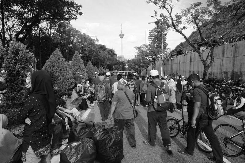 Himpunan RUU355 Large Group Of People Real People Tree Men Outdoors City Sky People Adult Ruu355 H355 Himpunan 355 Pan-malaysian Islamic Party Pas Carnival Crowds And Details BYOPaper! The Street Photographer - 2017 EyeEm Awards