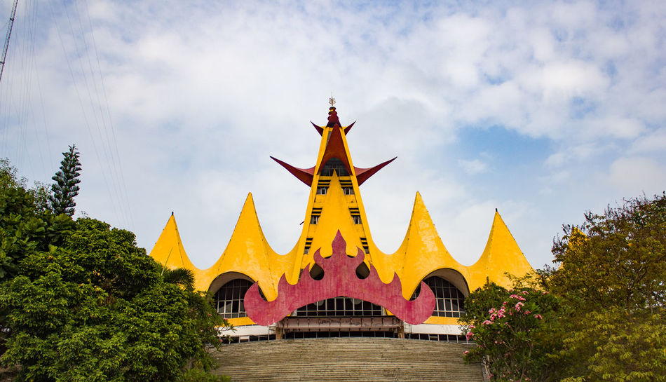menara siger Lampung King - Royal Person City Royalty Gold Place Of Worship Tree Yellow Multi Colored Gold Colored Statue Pavilion Museum Art Museum Exhibition Monument Arch Fine Art Painting Stupa Bagan Destinations Sculpture
