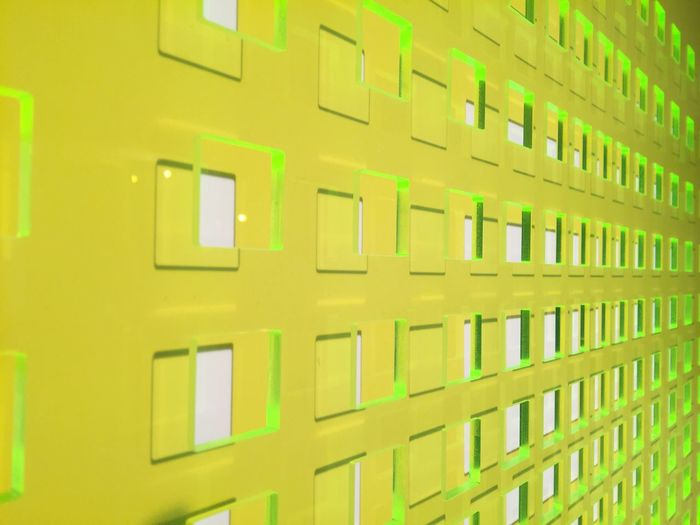 Ina von Jan Art Gallery Acrylic Acrylglas Shining Yellow Neon Green Geometric Shapes Pattern Detail