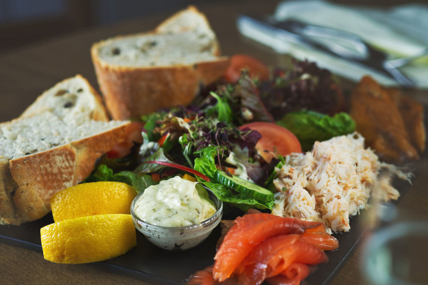 Seafood platter Crab Menu Real Food Rustic Seafood Bread Close-up Day Food Food And Drink Food Suggestion Freshness Healthy Eating Indoors  No People Plate Ready-to-eat Salad Salmon Seafood Platter Serving Size SLICE Table