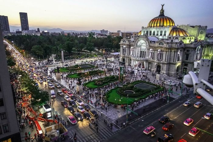 Noche de gala People Crowded Mexico Allianz Mobility In Mega Cities Cityscape Day