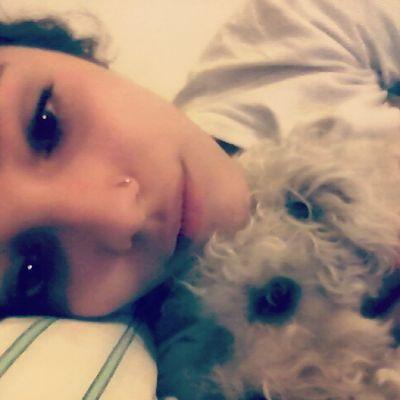 Amô a esta perra.