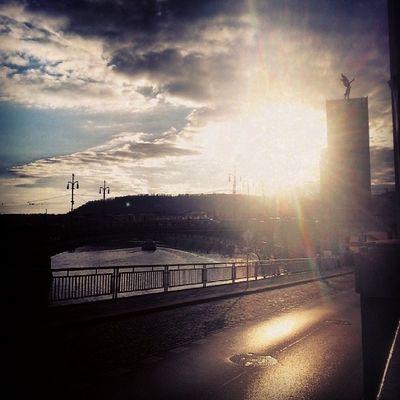 Ange Magique Coucher  Du soleil vltava rivière Républic tchèque une belle journée romance avec un ami tagsforlikes instaphoto prague love_it