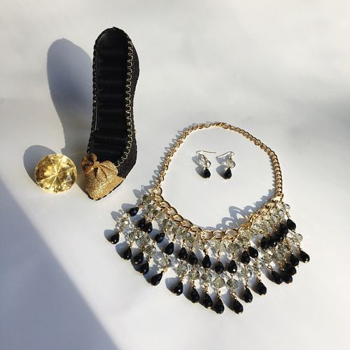 Lieblingsteil Jewelry Indoors  No People Statement Necklace Earings Necklace Sparkly Gold Black Jewlery Fancy Luxurylifestyle  Luxury Heel Ring Holder Ring Holder EyeEmNewHere