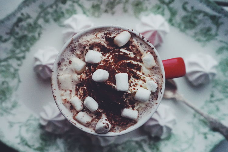hot chocolate in a red christmas cup Christmas Spirit Christmas Decoration Christmas Cup Cocoa Hot Chocolate Hot Drink Marsmallow Marshmallows Hot Drink Cocoa Drink Refreshment Food And Drink Coffee - Drink Indoors  High Angle View Table Drinking Glass Close-up Frothy Drink Food Stories