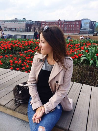 Moscow Museon Springtime Spring Flowers Urban Spring Fever Park Tulips🌷 Tulips Relaxing Weekend Street Fashion Sitting Young Women Looking To The Other Side Moscow Life Girl Brown Hair