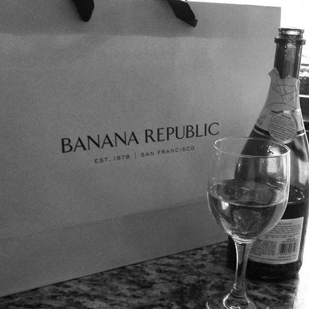Shopping for jeans ✔👖 Mentally ready for cold weather✔⛄ Champagne ✔✔✔🍷 Checkcheckcheck Shoppingday Bananarepublic Blackjeans