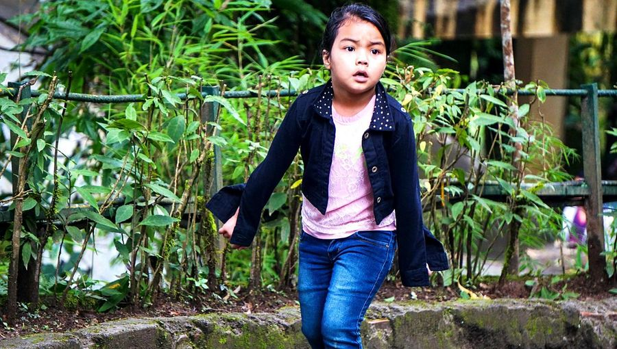 Captured when the little girl run to catch a bird Outdoors People Casual ClothingSonyAlpha6000 Sony A6000 Street Photography Travelphotography