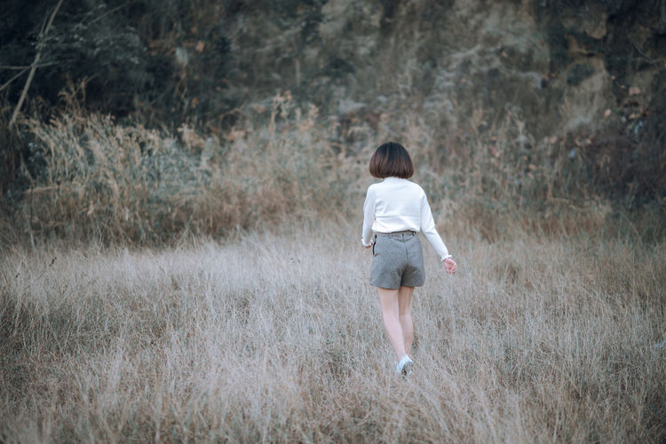 run One Person Land Plant Rear View Full Length Women Day Nature Lifestyles Forest Mountain Tone Film Photography EyeEm Best Shots Week On Eyeem Leisure Activity Young Adult Walking Real People Grass Field Hair Outdoors Hairstyle Running