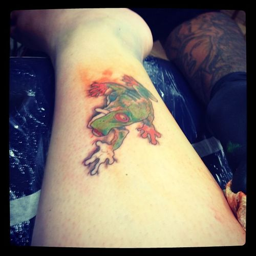 Coloringtattoo Gettingtattoodone Tattoo Tattooshop skullyz skullystattoo waipahu frog goofyfrog hereforagoodtime fairytalemami nana
