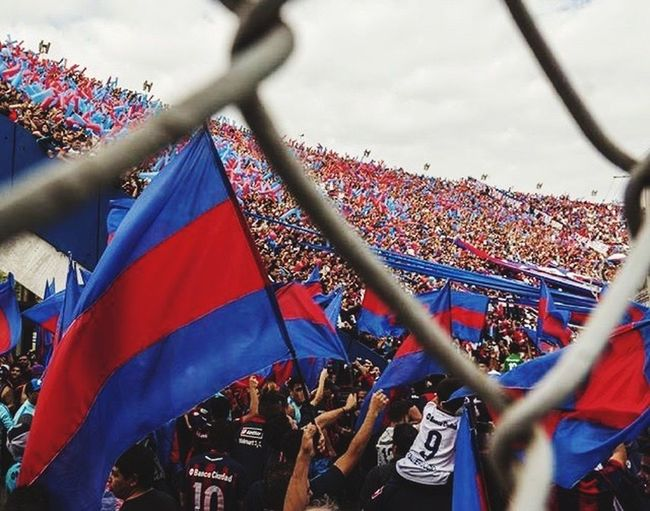 Showing Imperfection Futbol San Francisco PAPA FRANCESCO Fransisco Fran Argentina Cuervos Ciclon Pasión  Pelota Azul Blue Rojo Graná Red People Happy People Cancha Stadium Photo Flag San Lorenzo