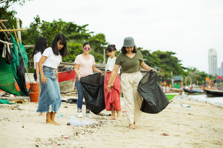 Females collecting garbage at beach