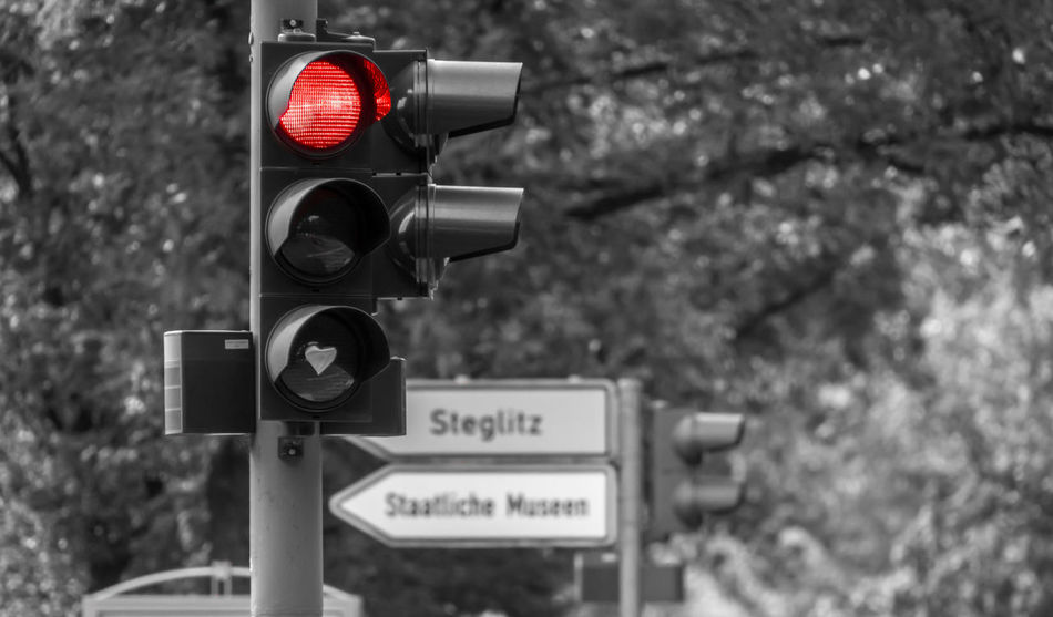 Stopp Close-up Communication Day Focus On Foreground Guidance No People Outdoors Railway Signal Red Road Sign Safety Signal Stop Stoplight Technology Traffic Lights Transportation Tree Warning Sign