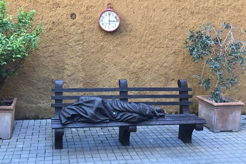 The Bench: Who will sit at the foot of the needy? Bank Bedürftige Bench Clock Iponeography Needy People Poor