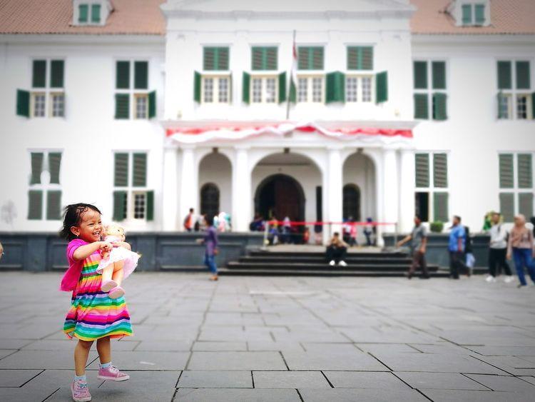 Enjoying herself, sweet Alifya. Playtime PlayDATE Kotatuajakarta Tourism Destination Jakartastreetphotography Tourismindonesia Heritage Buildings Oldtown Leica Huawei P9 P9plus Huawei