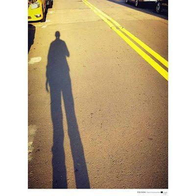 【 屬於 】 陽光撒在陌生的自己 看似孤獨卻很幸福 因光充滿了溫度 轉過身 依然美麗 LGG4 Light 365Snap Temperature