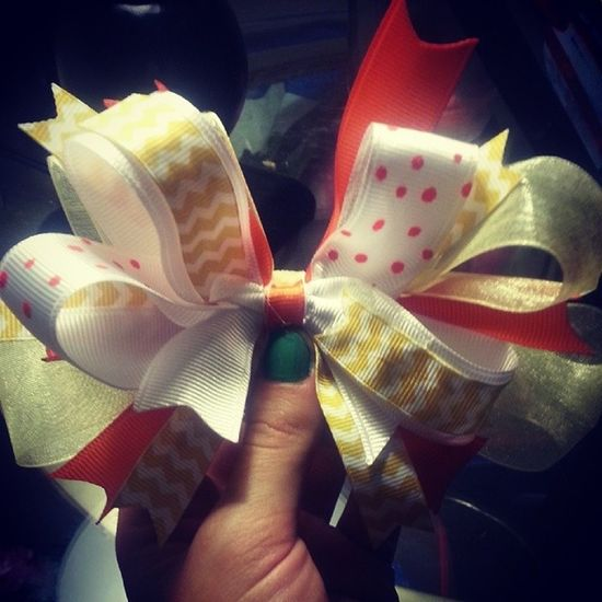 """My """"Goodbye Winter"""" bow! Just made! Hairbow Girls Bows Springtime summertime happyfriday Always remember, you can place an order here or contact me at carlymwatts@gmail.com (:"""
