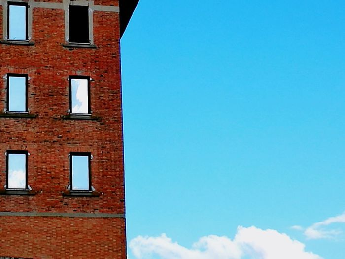 Architecture Building Exterior Built Structure Façade Window Blue No People Backgrounds Full Frame Day Outdoors Sky Clear Sky Il cielo in una stanza I ispirata @ Terrybilis The Architect - 2017 EyeEm Awards BYOPaper!