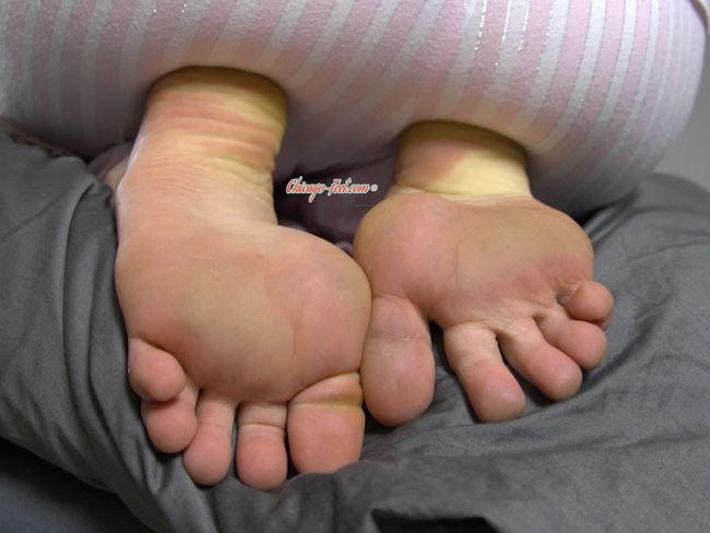 Milf Lesbian Foot Fetish