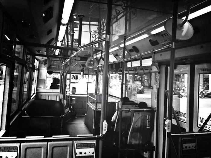公車 Taking Photos Streetphotography On The Road