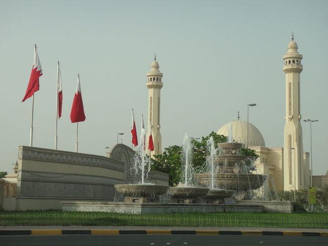 Al Fateh Grand Mosque Bahrain Bahrain Flag Bahrain Tourism Architecture Building Exterior Built Structure City Day Dome Flag History Mousqe No People Outdoors Patriotism Religion Sky Travel Destinations