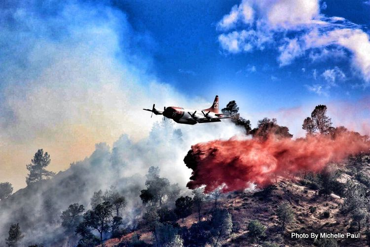 Fire ! Mountains TwinOaksCa Smoke Clouds Sky Plane PuttinTheFireOut Photographer Amatuerphotography AmatuerPhotographer MichellePaulPhotography Photooftheday PhotographyIsMyPassion