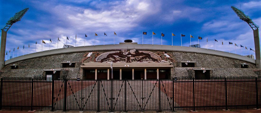 C.U. Ciudad Ciudad De México Ciudad Universitaria Diego Rivera Distritofederal Estadio Mexico Sky+sunshots Street Street Photography Streetphotography UNAM Urban City Building Exterior Architecture Sport Universidad Nacional Autonoma De Mexico