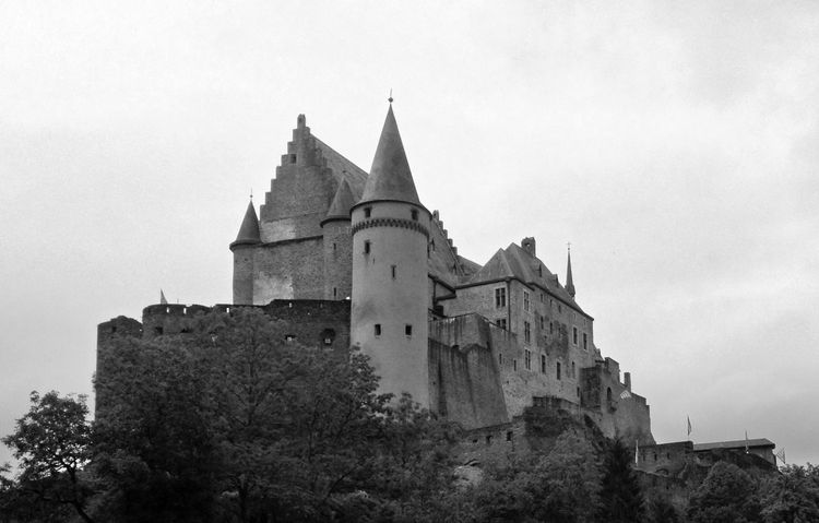 Architecture Black And White Black And White Photography Blackandwhite Building Exterior Built Structure Castle Castle View  Defensive Structure Historical Building Historical Monuments Historical Place Historical Sights History Interesting Places Low Angle View Luxembourg Luxembourg_Collection Outdoors Sightseeing Sky Travel Destinations Vianden Vianden Castle Black And White Friday