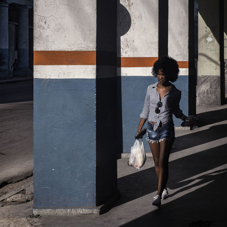 Walking Cuba Cuba Collection Havanna, Cuba Street Portrait Woman Beautiful Woman City Cuba Collections One Person Outdoors People Shadow Street Photography Streetphotography Walking EyeEmNewHere EyeEmNewHere The Graphic City Urban Fashion Jungle