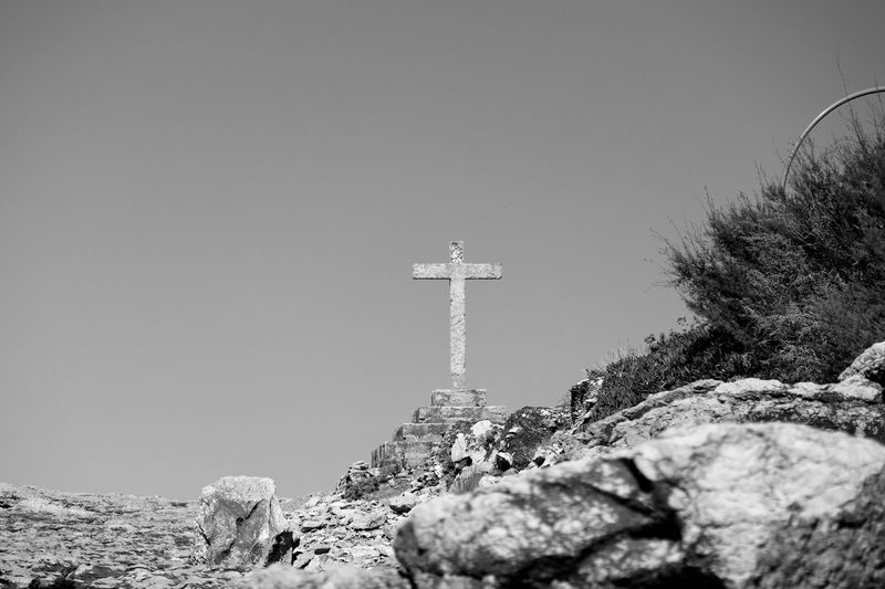 Stone Cross Black & White Black And White Blackandwhite Cross Cross Blackandwhite Photography Bnw Eye4photography  EyeEm EyeEm Best Shots EyeEmBestPics Seaside Seascape Greenery Rocks EyeEm Gallery Taking Photos Portugal