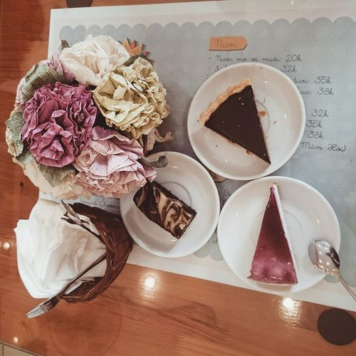 Cause life is a journey 🐾🐾🐾 Foodyhanoi Lozihn Chocolate Tart Brownies Raspberry Chesse  Cake Foodporn Flowers Sunnyday Susfoodtrip
