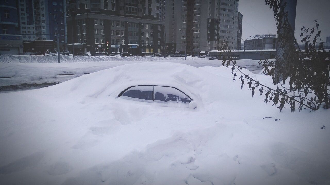 winter, snow, cold temperature, car, weather, transportation, land vehicle, mode of transport, cold, built structure, architecture, building exterior, frozen, no people, outdoors, road, nature, snowing, snowdrift, day, city