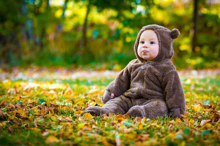Plutt 70-200mm Autumn In Gothenburg Baby And Teddybear Baby Portrait Baby Sitting On Grass Babysittingongrass Canon Canon 6D Child Fallen Leaves Nature Outdoors Portrait Sigma Sitting On The Ground