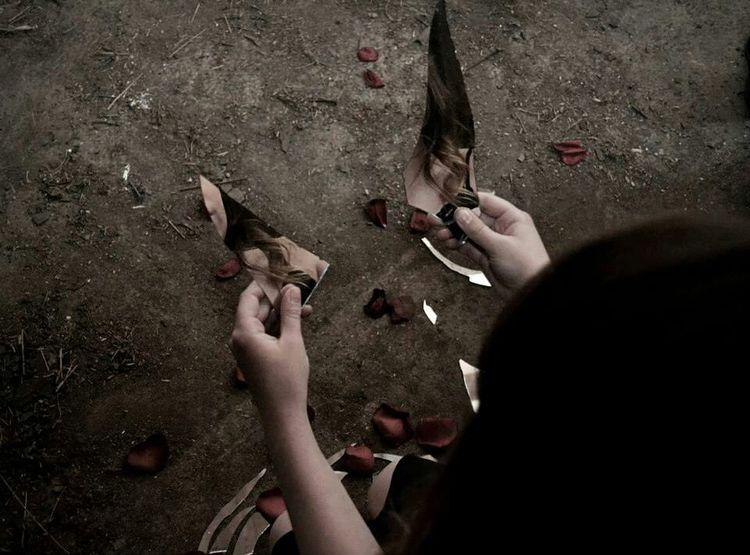 Digital Girl Natural Light Broken Glass Roses Broken Mirror Dark Reflection