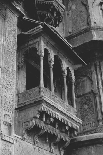 Monochrome Photography Architecture Low Angle View History Travel Destinations Historic Ancient Tourism Incredible India Rajwada Madhya Pradesh,India HinduatanKaDil The Past Architecture Built Structure Low Angle View Building Exterior History Architectural Feature Travel Destinations Architectural Column Famous Place Historic Outdoors Day