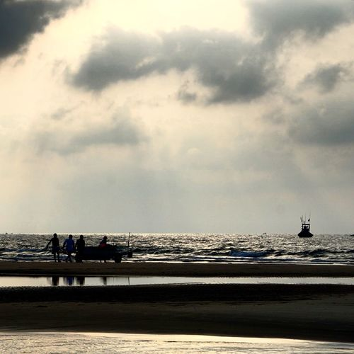 Early morning sky !! Beach Life Sea And Sky Seascape Hometown Love Early Morning Sky EyeEm Vietnam Nature Photography Hometown Sky Working Hard Gold Sky