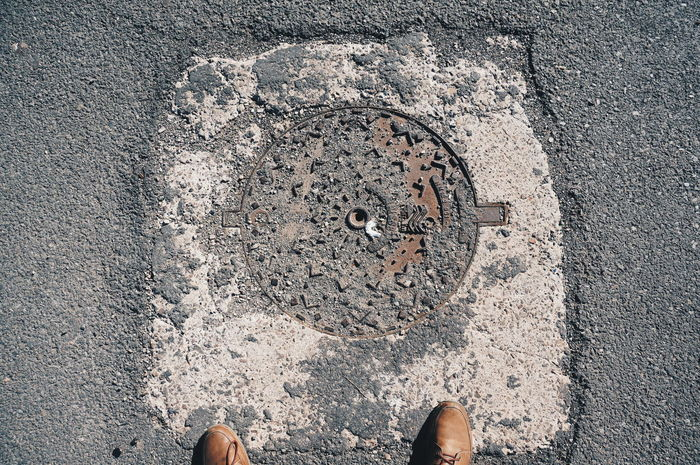 The round side of the story 📸 Old Metal Grate Grid Depleted Body Part Low Section Human Body Part Human Leg Standing Pattern Human Foot Directly Above Streetphotography On The Road Decaying Dereliction Minimalism Minimal Minimalistic Entropy Arrow Of Time One Way Down Above Shot Shootermag