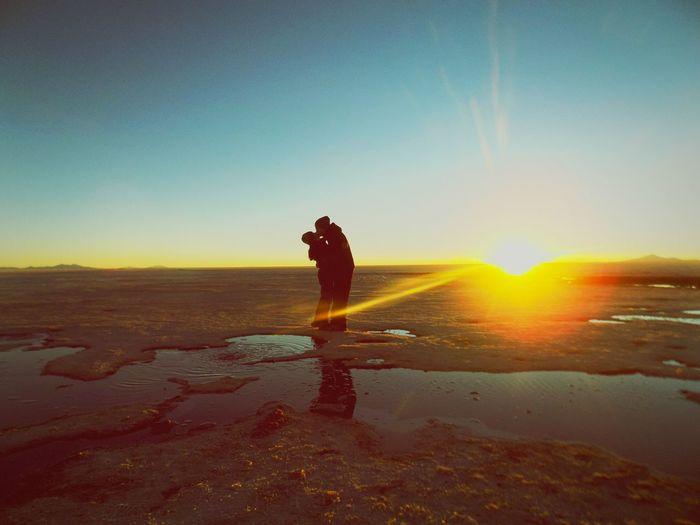 Uyuni Salt Flat Bolivia Travel Destinations Adventure Kiss Sunset Silhouette