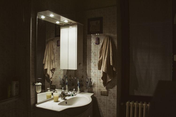 #horror #quiet #silence Bathroom Bathroom Sink Domestic Bathroom Indoors  Mirror No People