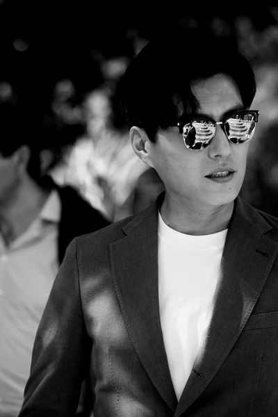 The Portraitist - 2017 EyeEm Awards Dong Jin Sunglasses Focus On Foreground One Person Actor Real People Portrait Candid Well-dressed Day EyeEm Masterclass EyeEm Best Shots
