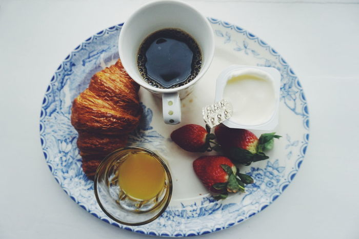 breakfast Drink No People Variation Refreshment Healthy Eating Freshness Close-up Indoors  Day Food Photography Food And Drink Coffee Yoghurt Strawberry Strawberries Croissant Breakfast Lunch Plate White Background Food Foodphotography Drinking Glass Indoors