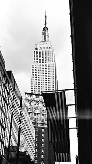 Happy Veterans Day, thank you to all who have served and sacrificed. Architecture NYC Streetphotography Veteransday Everybodystreet Street_capture Usflag Empirestatebuilding Empire State Building Nusevoice Military Oneinamillion