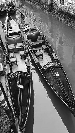 dos gondolas vacias Canal Venecia Venecia,Italy Gondolas Barcas Monochrome monochrome photography Blancoynegro Agua Italy Italia Moored River High Angle View Reflection Boat