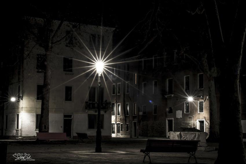 Venezia Venice Italy Dino Cristino Fotografia Notturna Scatti Di Notte Night Street Art Street Photography Street Photo Luci Ombre Contrasto Nikonphoto