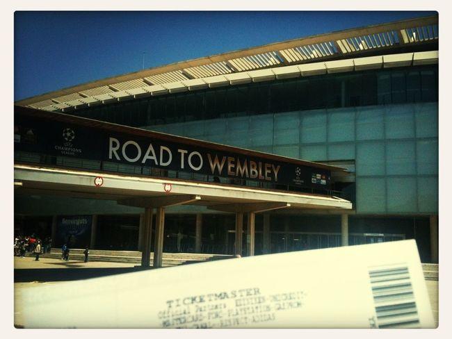 Da ist das Ding! Und jetzt nen Bierchen. #packmas #fcbfcb #roadtowembley FC Bayern Road To Wembley
