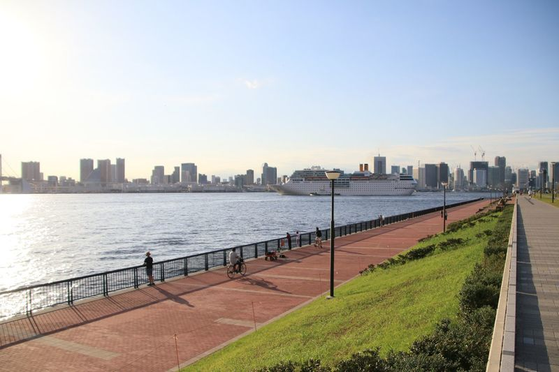 Park Sea レインボーブリッジ 豊洲市場 豊洲ぐるり公園 Built Structure Architecture Building Exterior Water Sky City Building