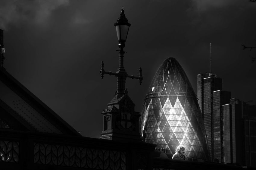 Night Architecture Neighborhood Map The Street Photographer - 2017 EyeEm Awards Sky No People Illuminated London Londra Built Structure City Outdoors Mystery Architecture Atmopshere Travel Destinations Black And White Photography Black And White Monochrome The Great Outdoors - 2017 EyeEm Awards The Architect - 2017 EyeEm Awards EyeEm LOST IN London Black And White Friday