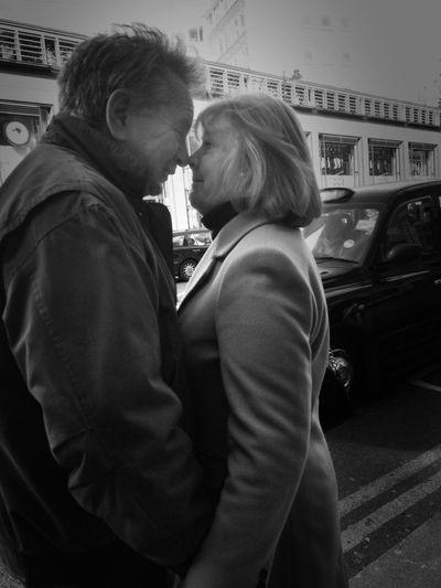 Eskimo kiss EyeEm Best Shots - The Streets Streetphoto_bw Street Photography Eye4 The Streets