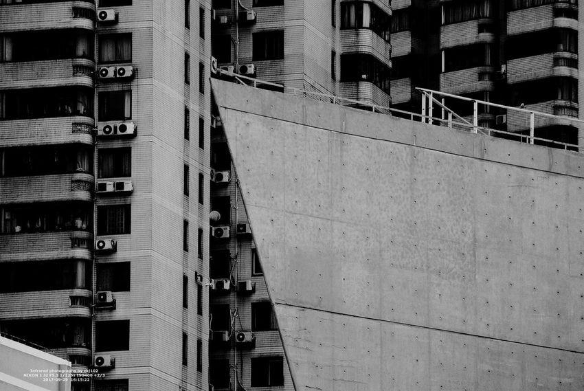 Building Shanghai Shanghai Tower Chain Infrared Black And White Street Shanghai Streets Infrared Camera Infrared Photo Infrared Photography Shanghai, China 摄影展 Infrared Filter Cıty Life 史密森尼 Infrared Color 雕塑公园 IR 摄影 Shanghai❤ Tree 静安区